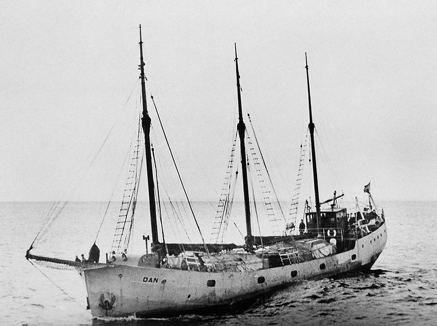 Historic black and white picture of a three mast ship